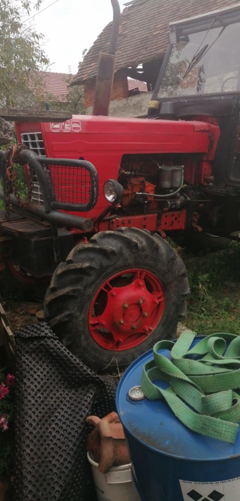 Prodaje se traktor, vitlo i kalac